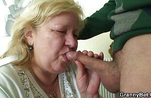 خانم حدود شصت ساله است و سینه ها تازه تر از برخی از سکس با خواهر زن خوشگل جوانان هستند