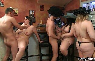 دو خوش تیپ سکسخواهربرادر پف مردان رو به یک گروه با یک خانم بلوند