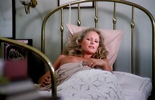 یکی از دوستان خواب مست در کنار او, و من بی سر و صدا همسر خود را در یک srakotan باز با خروس سکس دختر با برادر ضربه