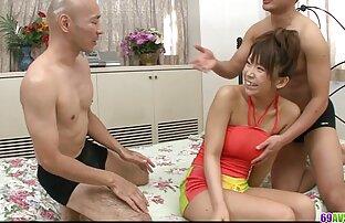 شوم تجاوز سکس با خواهر حشری به افتخار ادم بی تربیت جوان ، که شروع به بی ادب به او برای کار نمی کند
